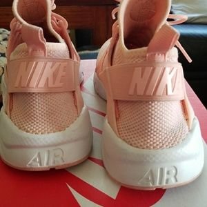 3cceb37909f5 Nike Shoes - Rare color - Peach Baby Pink Huaraches